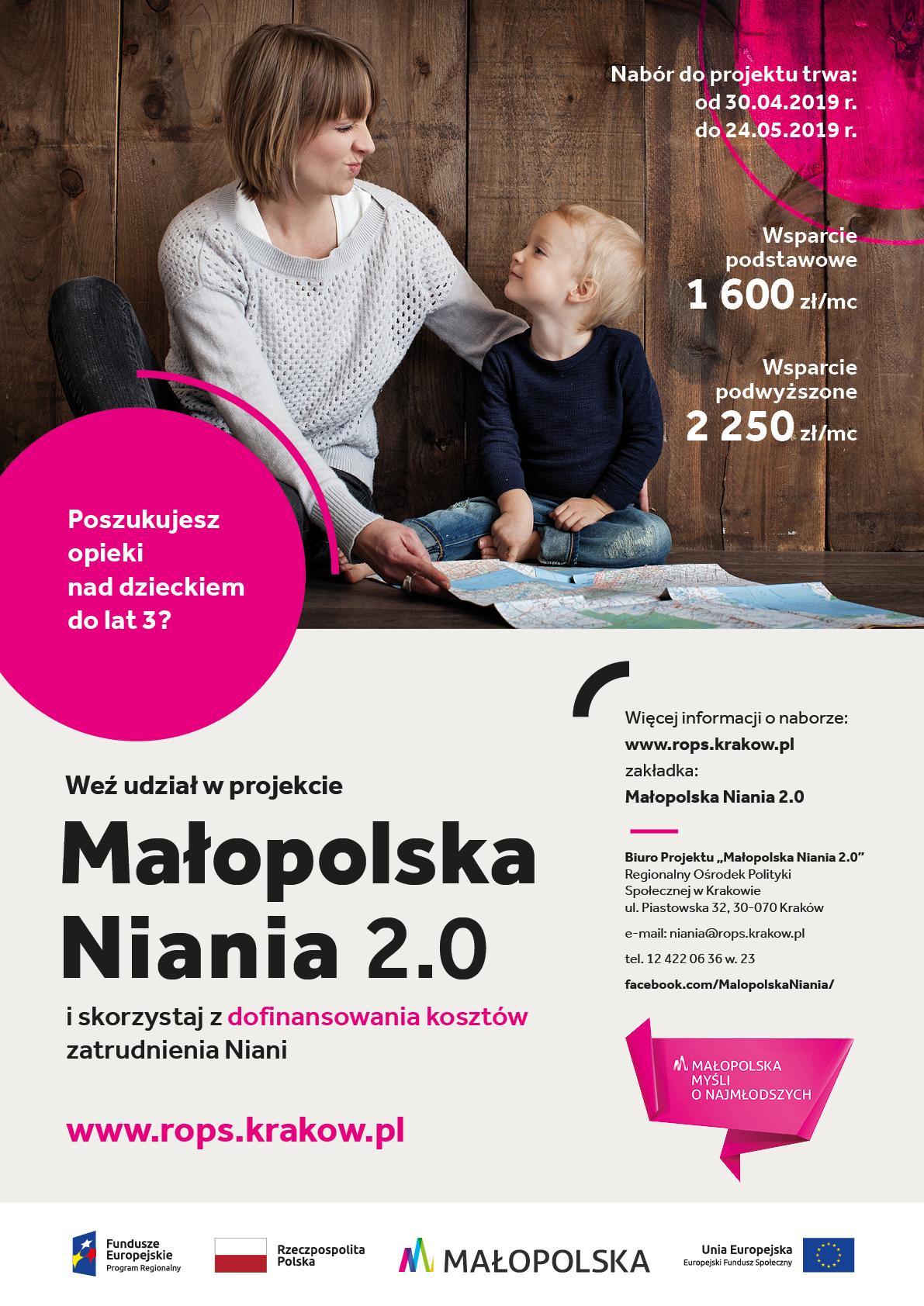 Plakat z informacjami zawartymi w treści artykułu. W tle kobieta, która siedzi obok dziecka i pokazuje mu coś na mapie. Poniżej logotypy: Fundusze Europejskie Program Regionalny, Rzeczpospolita Polska, Małopolska, Unia Europejska Europejski Fundusz Społeczny