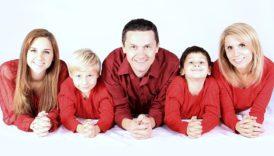Zdjęcie rodziny - rodziców i trojga dzieci