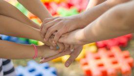 Zdjęcie dłoni dzieci