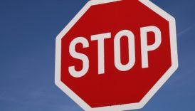 """Na zdjęciu znak drogowy """"Stop"""""""