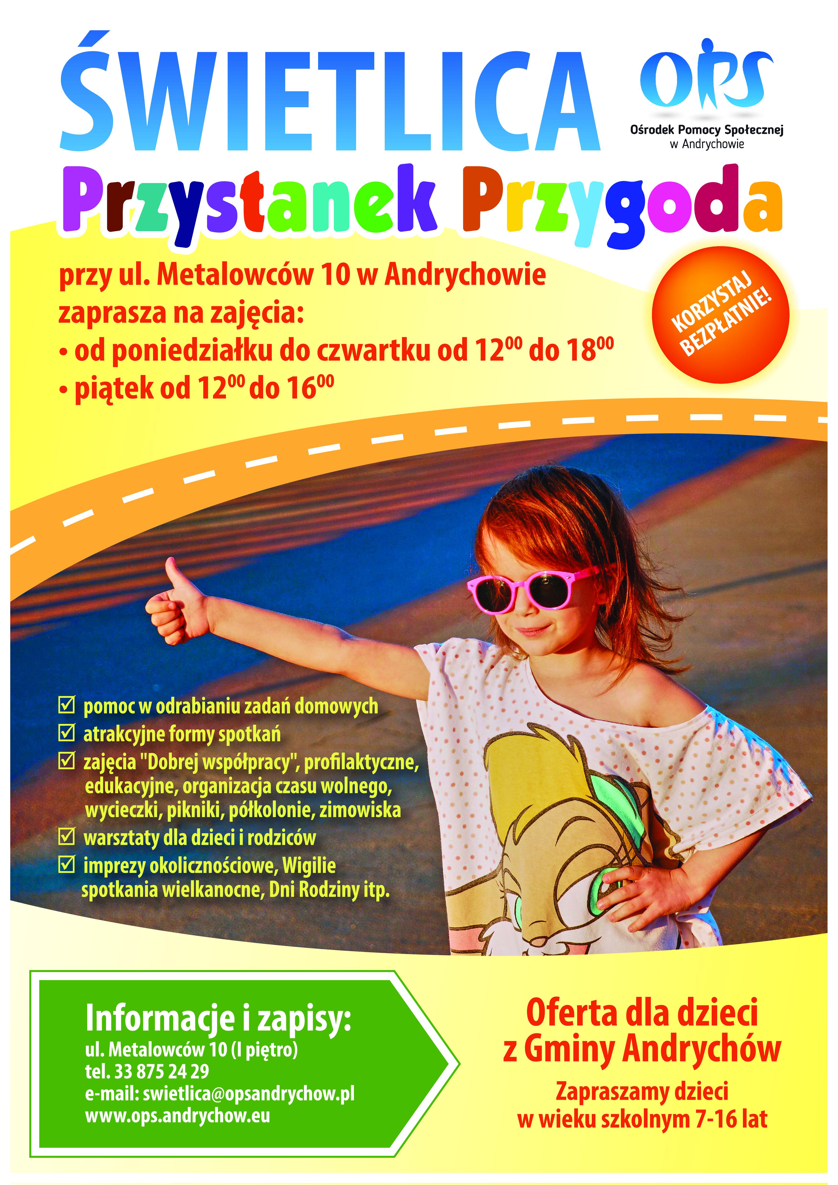 Plakat z informacjami zawartymi w treści artykułu, na plakacie zdjęcie uśmiechniętej dziewczynki w okularach przeciwsłonecznych, która stoi przy drodze z kciukiem podniesionym do góry